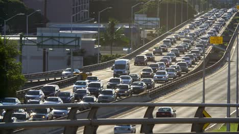 Daily-morning-westbound-traffic-lines-up-on-the-H1-Freeway-in-Honolulu-Hawaii