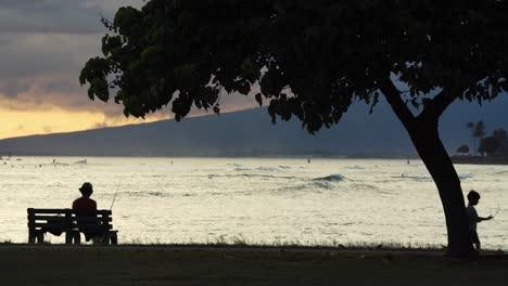 Sunset-scene-at-Ala-Moana-Beach-Park-in-Honolulu-Hawaii