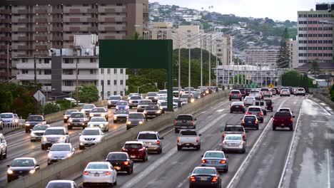 Cars-moving-along-on-the-H1-Freeway-in-Honolulu-Hawaii
