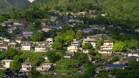 Las-Casas-Están-Ubicadas-En-Una-Exuberante-Ladera-Cerca-De-Honolulu-Hawaii