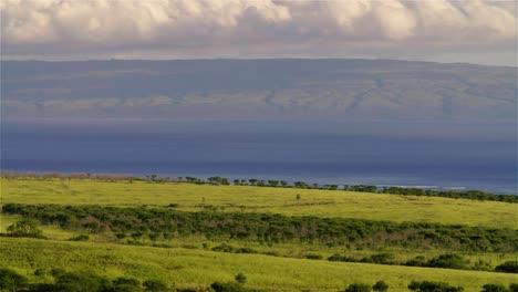 Puesta-De-Sol-Detrás-De-Campos-Verdes-En-La-Isla-Hawaiana-De-Molokai-1