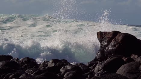 Blue-waves-roll-into-the-coast-of-Hawaii-and-break-on-the-shore-4