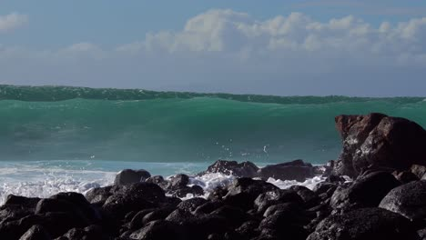 Blue-waves-roll-into-the-coast-of-Hawaii-and-break-on-the-shore-6