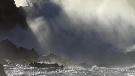 Large-ocean-waves-roll-into-the-coast-of-Hawaii-and-break-on-the-shore-3