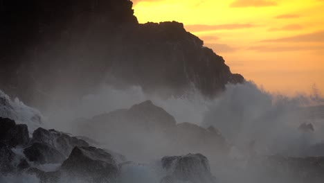 Large-ocean-waves-roll-into-the-coast-of-Hawaii-and-break-on-the-shore-4