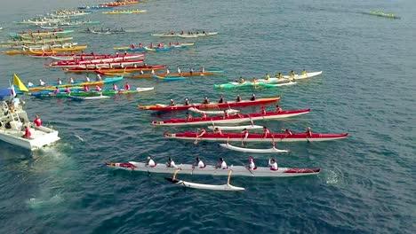 Hermosa-Antena-Sobre-Muchas-Canoas-Estabilizadoras-Al-Inicio-De-Una-Carrera-En-Hawaii-2