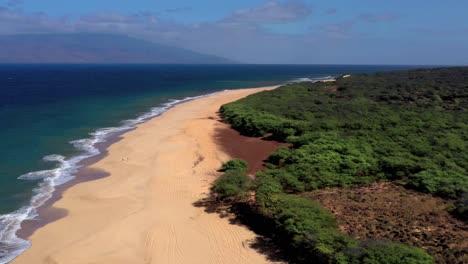 Hermosa-Antena-Sobre-Una-Playa-O-Costa-Aislada-En-Polihua-Lanai-Hawaii-5