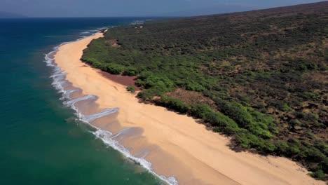 Hermosa-Antena-Sobre-Una-Playa-O-Costa-Aislada-En-Polihua-Lanai-Hawaii-8