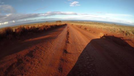 Pov-Desde-La-Parte-Delantera-De-Un-Vehículo-Que-Viaja-Por-Un-Camino-De-Tierra-Lleno-De-Baches-En-Molokai-Hawaii-Desde-Maunaloa-Hasta-Hale-O-Lono-1