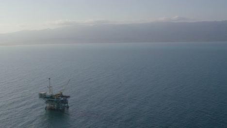 An-vista-aérea-shot-over-oil-derricks-and-platforms-in-the-Santa-Barbara-Channel-California-1