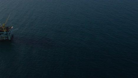 An-vista-aérea-shot-over-oil-derricks-and-platforms-in-the-Santa-Barbara-Channel-California-2