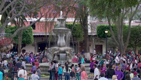 Calles-Concurridas-Y-Concurridas-De-Antigua-Guatemala-1