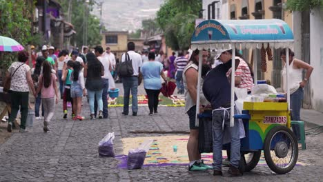 Busy-and-crowded-streets-of-Antigua-Guatemala-with-food-cart-foreground