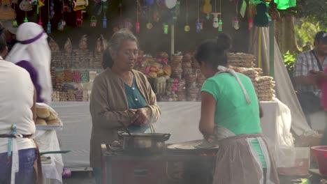 La-Comida-Se-Prepara-En-Un-Puesto-Del-Mercado-Callejero-En-Guatemala