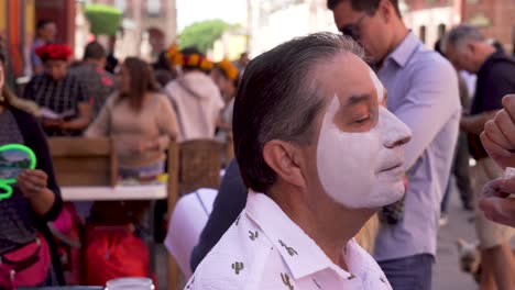 Traditional-face-painting-for-the-day-of-the-dead-in-San-Miguel-De-Allende-Mexico
