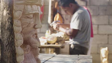 Talladores-De-Madera-En-La-Antigua-Guatemala-Tallar-Efigies-De-Madera-De-Recuerdo-De-Jesucristo-Durante-La-Semana-Santa-Semana-Santa-3