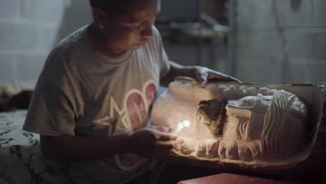 Talladores-De-Madera-En-Antigua-Guatemala-Tallar-Efigies-De-Madera-De-Recuerdo-De-Jesucristo-Durante-La-Semana-Santa-Semana-Santa-6