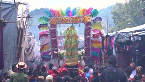 Semana-Santa-Procesión-Católica-De-Pascua-En-Chichicastenango-La-Ciudad-De-Mercado-De-Guatemala-Es-Un-Asunto-Muy-Colorido-4