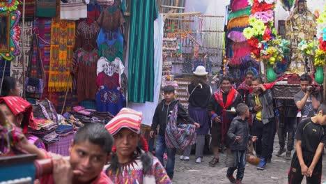 Semana-Santa-Procesión-Católica-De-Pascua-En-Chichicastenango-La-Ciudad-De-Mercado-De-Guatemala-Es-Un-Asunto-Muy-Colorido-6