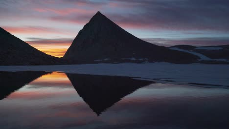 Sunrise-reflections-in-a-pristine-High-Sierra-lake