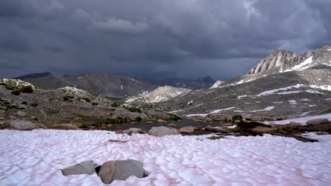 A-gathering-storm-over-the-Sierra-Nevada-Moutains