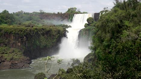Stunning-view-of-roaring-waterfalls-at-Iguazu-NP