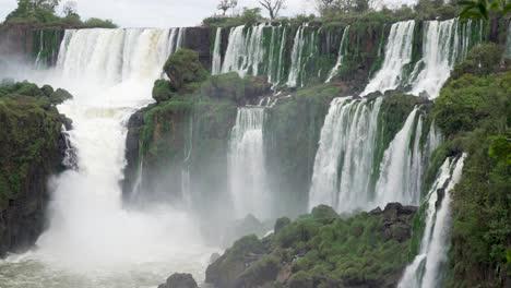 Stunning-view-of-roaring-waterfalls-at-Iguazu-NP-3