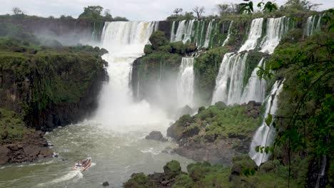 Stunning-view-of-roaring-waterfalls-at-Iguazu-NP-5