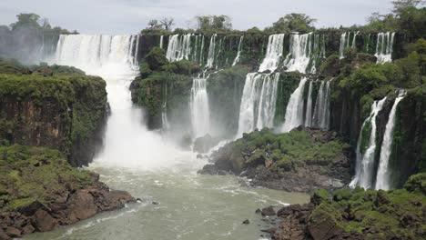 Stunning-view-of-roaring-waterfalls-at-Iguazu-NP-7