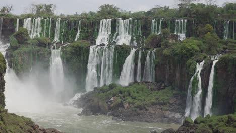 Towering-cascades-Parque-Nacional-Iguazu-1