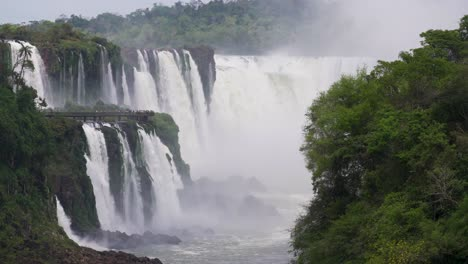 View-up-the-Iguazu-River-to-the-Devils-Throat