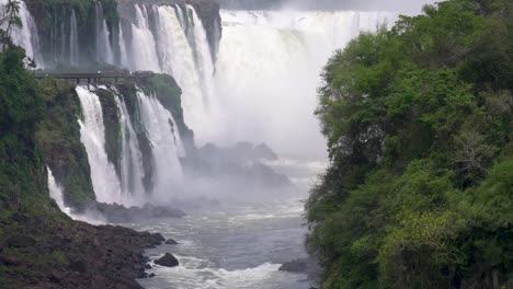 View-up-the-Iguazu-River-to-the-Devils-Throat-1