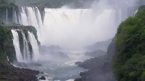 View-up-the-Iguazu-River-to-the-Devils-Throat-3