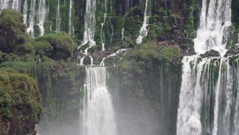 Towering-cascades-Parque-Nacional-Iguazu-2