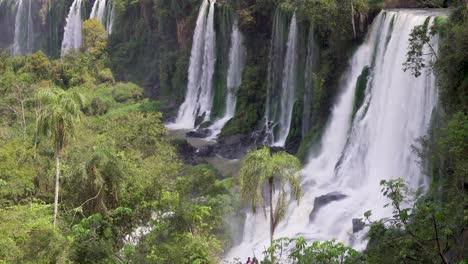 Towering-cascades-Parque-Nacional-Iguazu-4