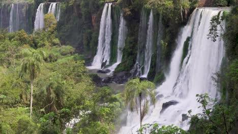 Towering-cascades-Parque-Nacional-Iguazu-5