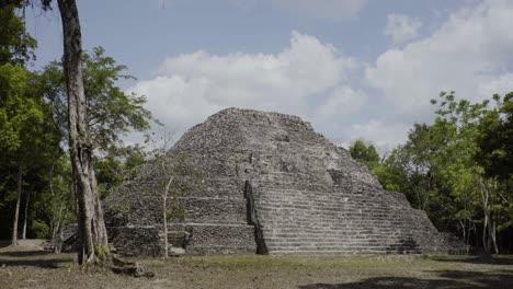 Hermoso-Clip-De-Las-Antiguas-Ruinas-Mayas-De-Yaxha-En-La-Región-De-Petén-De-Guatemala