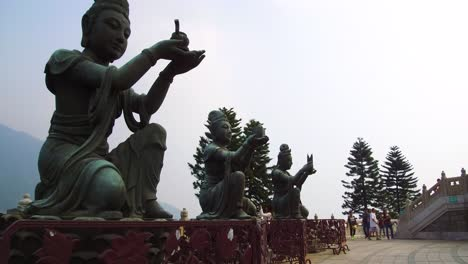 Establecimiento-De-Disparo-De-Las-Estatuas-Budistas-En-Tian-Tan-Buddha-En-La-Isla-De-Lantau-Hong-Kong-China