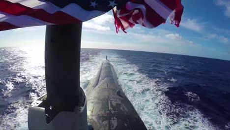 Navy-Matrosen-Inspizieren-Und-Warten-Die-US-Texas-Ein-Atom-U-Boot-Auf-See