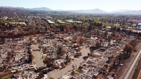 Shocking-vista-aérea-of-devastation-from-the-2017-Santa-Rosa-Tubbs-fire-disaster-14
