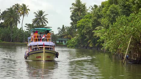 Houseboats-and-activities-along-the-river-in-the-backwaters-of-Kerala-India-2