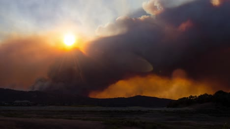 Remarkable-time-lapse-of-the-huge-Thomas-Fire-burning-in-the-hills-of-Ventura-County-above-Ojai-California-2