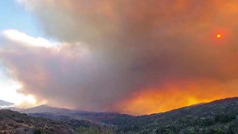 Notable-Lapso-De-Tiempo-Del-Enorme-Incendio-Thomas-Ardiendo-En-Las-Colinas-Del-Condado-De-Ventura-Sobre-Ojai-California-4