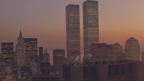 Anochecer-Toma-Aérea-De-Las-Torres-Gemelas-Del-World-Trade-Center-En-Manhattan-Ciudad-De-Nueva-York-2