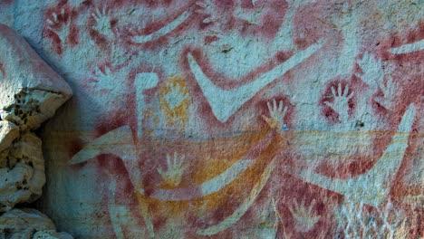 Erstaunliche-Höhlenkunst-Der-Aborigines-In-Der-Carnarvon-Gorge-In-Westaustralien