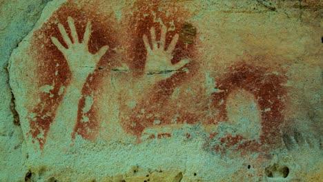 Erstaunliche-Höhlenkunst-Der-Aborigines-In-Der-Carnarvon-Gorge-In-Westaustralien-2