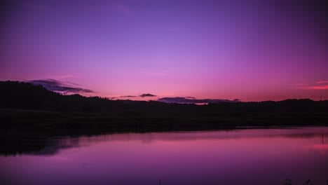 Time-lapse-sunset-and-dusk-over-a-lake-in-Warwick-Queensland-Australia