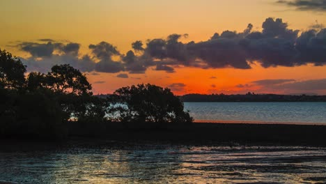 Lapso-De-Tiempo-Al-Atardecer-Y-Anochecer-Sobre-Un-Lago-En-Warwick-Queensland-Australia-4-Lapso-De-Tiempo-Al-Atardecer-Y-Anochecer-Sobre-Un-Lago-En-Warwick-Queensland-Australia-4