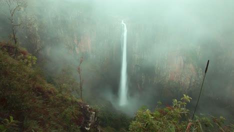 Time-lapse-of-Purlingbrook-Falls-in-Springbrook-Queensland-Australia