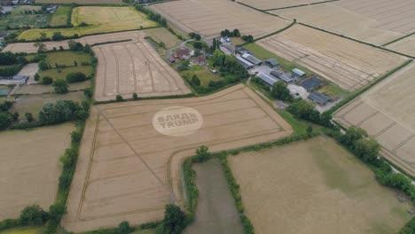Luftaufnahmen-Eines-Kornkreises-Im-Vereinigten-Königreich-England-Mit-Dem-Schreiben-über-Trump-3